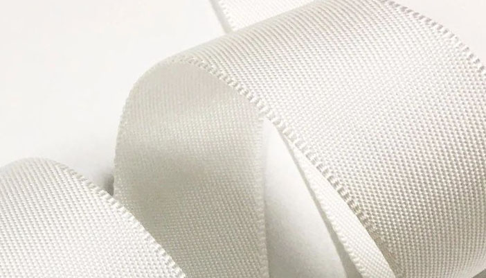 How to distinguish between white and bleaching of webbing?